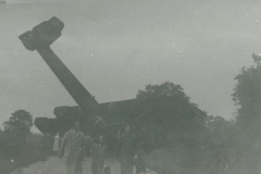000337 Crashed Vickers Vimy bomber at Jordans Road, Ilminster c1936