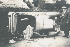 003178 Dr Maidlow and his crashed car, possibly on Watery Lane bend at Sea (oops not a lot changes) c1910