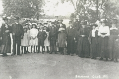 000462 Broadway Club members outside Bullen Court 1912