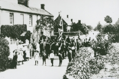 002530 Broadway Club Day procession outside Chapel Cottage 1912