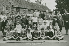002656 Staff and pupils at Broadway School 1962