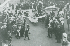001012 Carnival crowd in The Square, Ilminster 1914