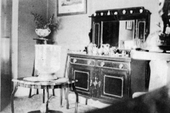 003915 Sitting room in Percy Bailey's house in Court Barton 1926