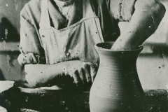 000808 Mr Arlidge turning a pot c1930