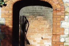 003305 Water pump recessed in wall near the top of East Street 1998