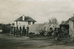 000498 Crouches garage c1950
