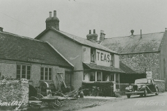 002541 The Old Smithy Bed & Breakfast and E H Slade's smithy, Horton c1937