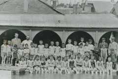002689 Ilminster Grammar School staff and pupils at swimming pool c.1913