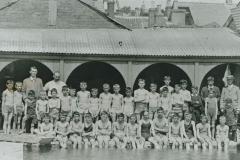 002689 Ilminster Grammar School staff and pupils at swimming pool c.1913