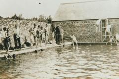 003014 lminster Grammar School pupils at swimming pool 1912