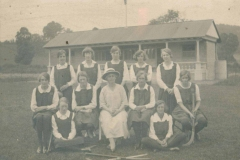 000703 Mary Pollard and Ilminster Girls Grammar School hockey team 1920