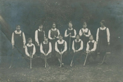 000704 Ilminster Girls Grammar School hockey team 1920