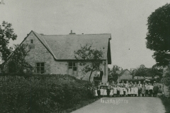 000839 Ile Abbotts School and pupils 1905