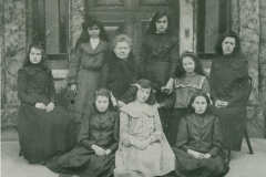 000856 Weirfield group including Julie Barrington of Northalls, Ile Abbotts 1903