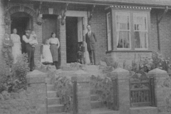 002291 Terrace houses in Listers Hill showing Harry Baker on the right, who was council lamplighter and water bailiff 1913