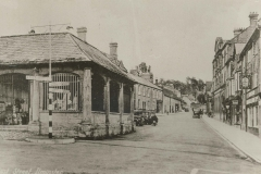 000128 Looking up East Street showing Market House with railings 1939