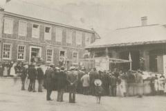 000129 Public meeting before the building of the new front of the Cornhill c1914