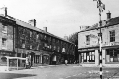 000136 Market Square, note the shelter outside of the Bank 1945