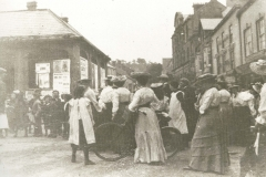 000138 Showing a commotion in Market Square on the day of the announcement of the relief of Mafeking 1900