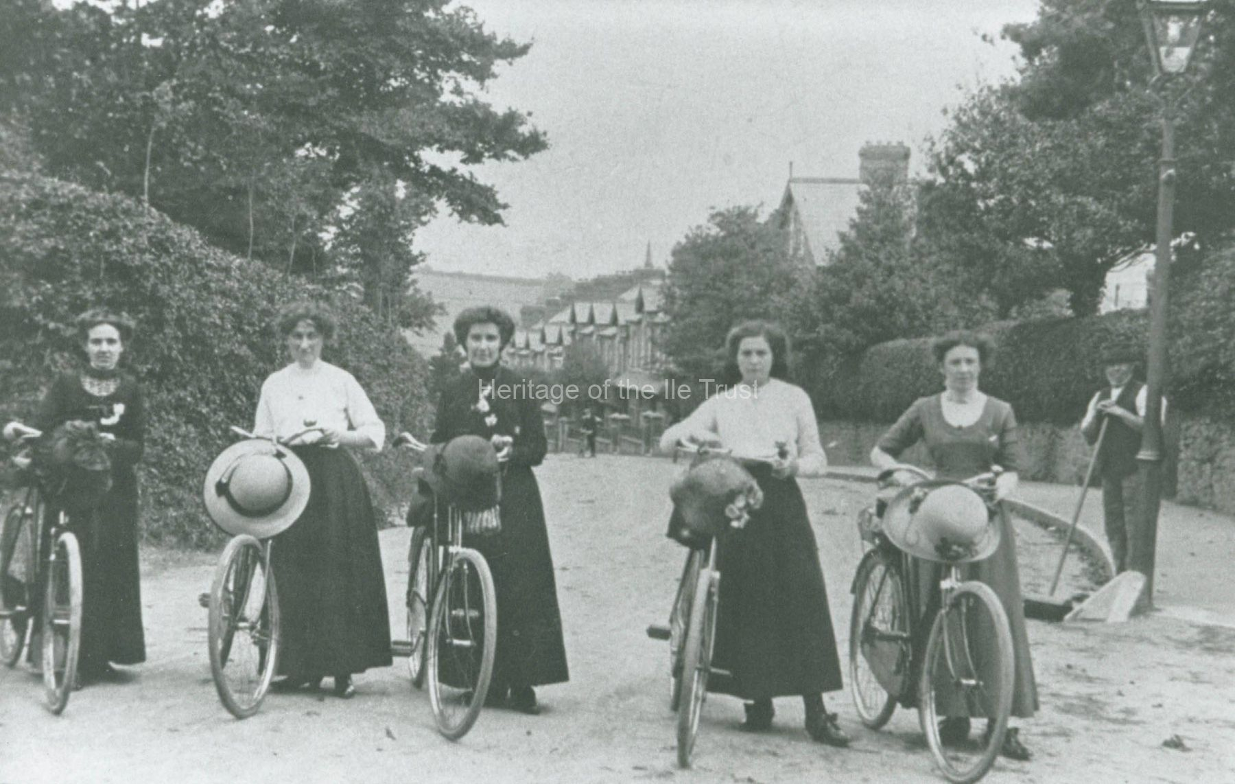 002372 Women enjoying a bicyle outing at the top of New Road c1906