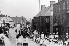 000984 Sunday School parade passing along West Street, Ilminster 1912