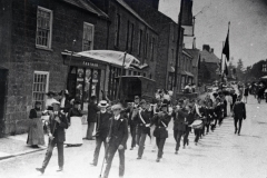 000985 Boys Brigade lead the Sunday School parade along West Street, Ilminster 1912