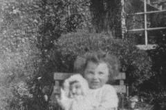 002134 Beryl Russ c1930