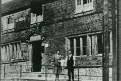 000778 George, Mabel and daughter Marjorie Bradford outside the Bell Inn c1930