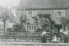 000947 Unknown family outside a cottage c1910