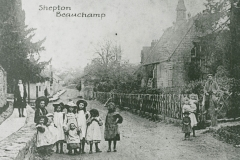 000948 Children outside the Church Yard c1900