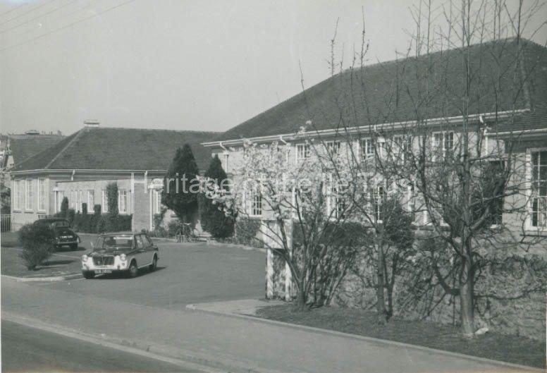 000167 Swanmead School entrance c.1970