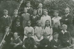 000756 School children featuring Annie Hawkins  c1916
