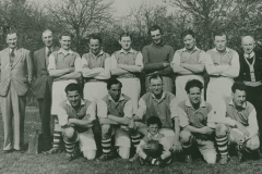 000759 Football team and mascot featuring Hubert Bonning, George Matthews, Wilfred England, Roy Ash, Fred Buttle, Geoff Bonning, Ted Shire, Norman Lukins, John Coles, Cliff Male, Earn Tolman, Mike Thresher, Reg James & Keith Male c1950s