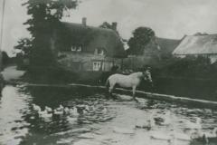 000762 Hunt's Cottage and pond c1930