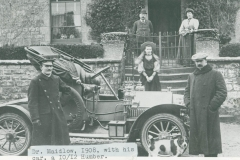 000265 Dr W H Maidlow with his 10/12 hp Humber outside Manor Farm, Seavington St Mary showing Mr and Mrs Jacobs in background 1908