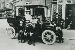 000541 A 15hp Napier taxi with drivers, Ilminster c1912