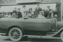 000543 Group in charabanc, Ilminster c1920