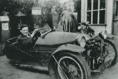000867 Stan Mugford and his Morgan three wheeler, registration YU5678, Ilminster c1928