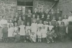 000804 Teachers and pupils of Whitelackington School c1910